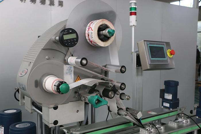 Automatische dubbelzijdige boven- en onderkant Sticker Labeling Machinedetails